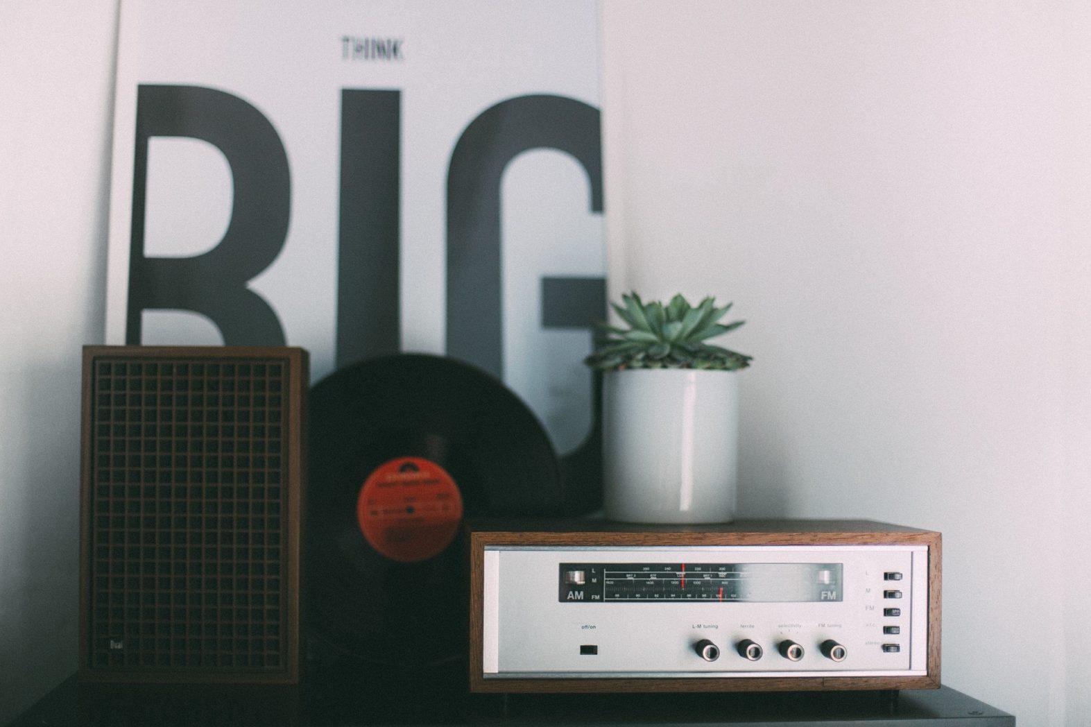 offline marketing radio img